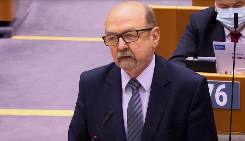 Prof. Legutko o atakach na Węgrów broniących dzieci przed demoralizacją: UE coraz silniej przypomina RWPG - PCH24.pl